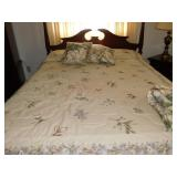 QUEEN SIZE BEDDING SET WITH FLORAL DESIGN,