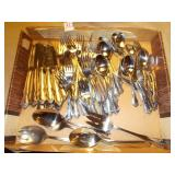 ASSORTED GROUPS OF SILVERWARE
