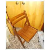 6 WOODEN FOLD OUT CHAIRS. GOOD QUALITY!