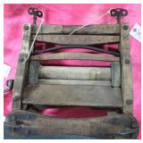 ANTIQUE LAUNDRY WRINGER