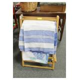 TOWEL DRYING RACK WITH KITCHEN TOWELS