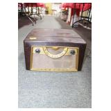 ANTIQUE ADMIRAL RECORD PLAYER WITH AM RADIO