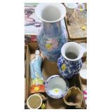 Lot, Oriental vase, figruine, bowls