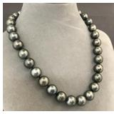 Graduated strand Tahitian pearl necklace
