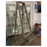 Wooden 6 ft folding ladder