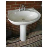 Pedestal Sink w/Faucet
