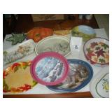 1 Lot Metal and Plastic Serving Trays