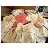Vintage Tablecloths, Placemats & Napkins