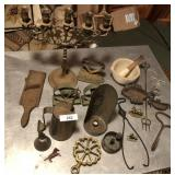 19pcs of vintage cast iron & brass items