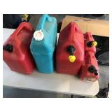 5pcs gas cans some have gas
