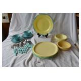 Misc vintage plastic dinner ware