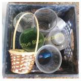 6 Glass Vases / Basket