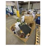 Pallet of Decorative Items