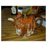 Saddle teapot