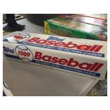 Box of Topps 1989 baseball cards