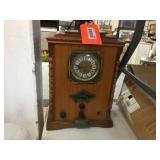Thomas reproduction clock radio