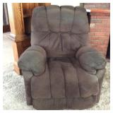 Best Home Furnishings Swivel / Reclining Chair