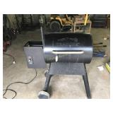 TRAEGER PELLET GRILL IN GREAT CONDITION