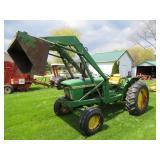 John Deere 2010 loader tractor