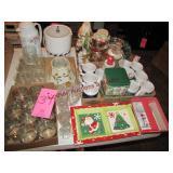 Large group of Christmas items (se pics)