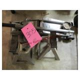 Hyd floor jack & 2 jack stands (approx 2 ton)