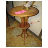 Round table/plant stand 18.5x30.5 & lamp