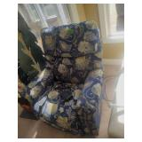 La-Z-Boy Floral Fabric Recliner w/Remote
