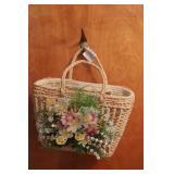 Basket handbag w/compacts