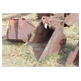 "Backhoe  bucket 29.5"" with 6 teeth"