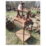 Manual hand crank press