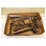 Vintage auto tools & some lug wrenches (13pcs)