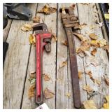 Pipe wrenches (pair)
