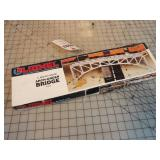 Lionel Arch Under Bridge w/Box