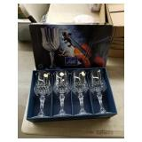 Set of 4 crystal wine glasses
