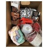 Box of hair curlers/combs