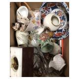 Box of vases, misc