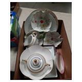 Box of porcelain sugar and creamer bowls etc