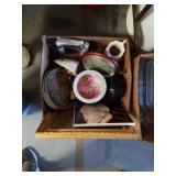 Box of decorative pieces
