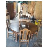 round oak table w/ 5 cane back chairs and 6 leafs