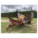 New Holland 1044 Stackliner Bale Wagon