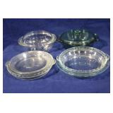 Assorted pyrex baking dishes