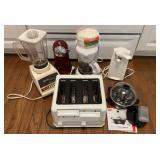 Lot of Kitchen Appliances Toaster Blender & More