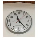 """20"""" Electric Clock Buyer Must Remove"""