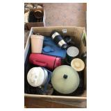 Box of miscellaneous kitchen ware