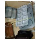 Box lot - assorted bakeware
