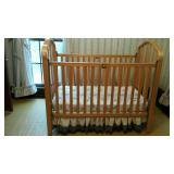Simmons baby bed, blond wood, drop sides