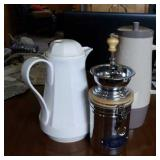 Coffee grinder and 2 carafes