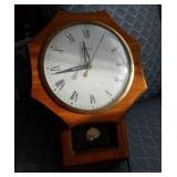 United wall hanging clock electric