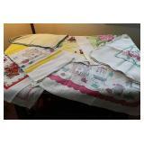 Vintage Table Linens (8)