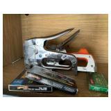 Staple guns and staples